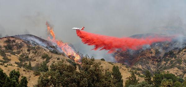 Airplane Drops Fire Retardant on Wildfir