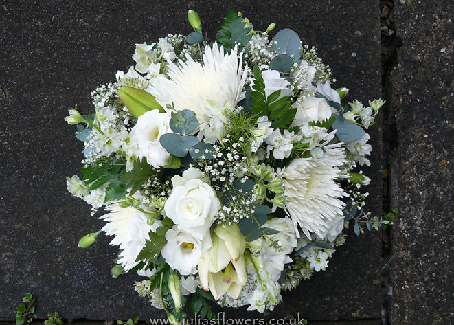 PO5 Small Posy in White and Green.JPG