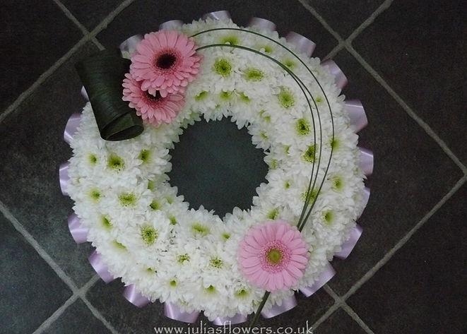 WR7 Based wreath with modern Gerbera Spr