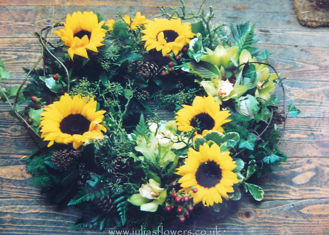 WR13 Modern Sunflower Wreath.jpg