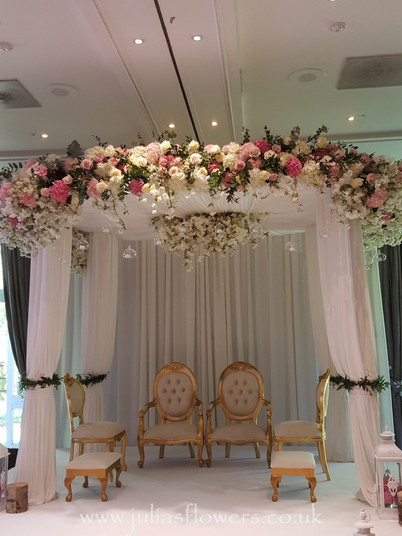 Mandap Set Up.jpg