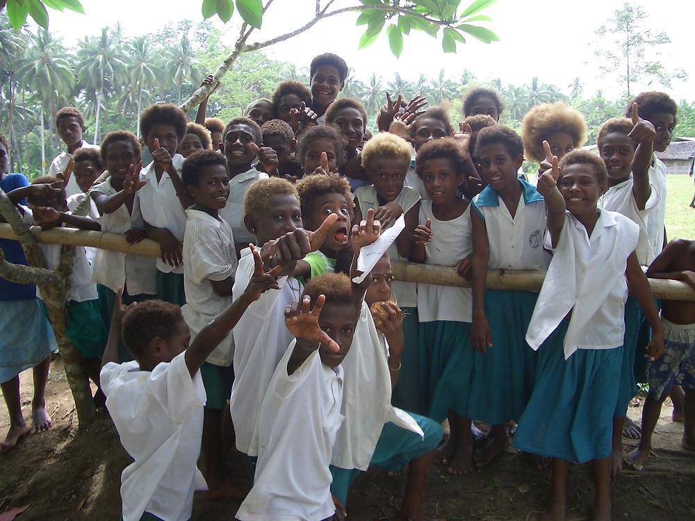 青年海外協力隊のとき体育指導をしていた学校の生徒たち