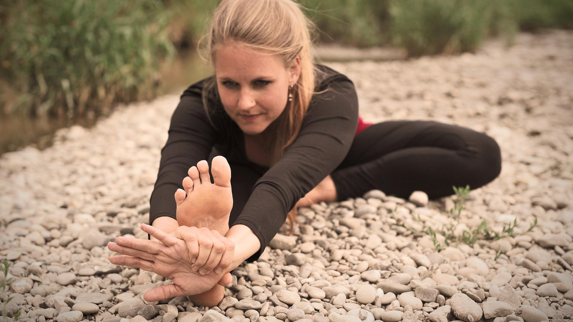 Janushirshasana Yoga |Katharina Kirchner | Sonnengruss Yoga & Psychologie