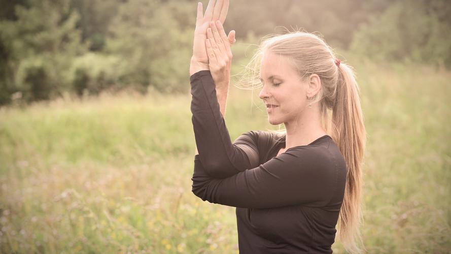 Garudasana Yoga   Katharina Kirchner   Sonnengruss Yoga und Psychologie