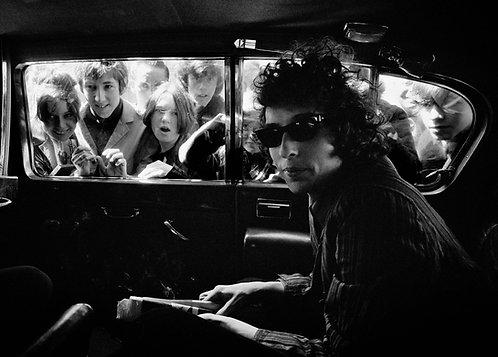 Bob Dylan in car
