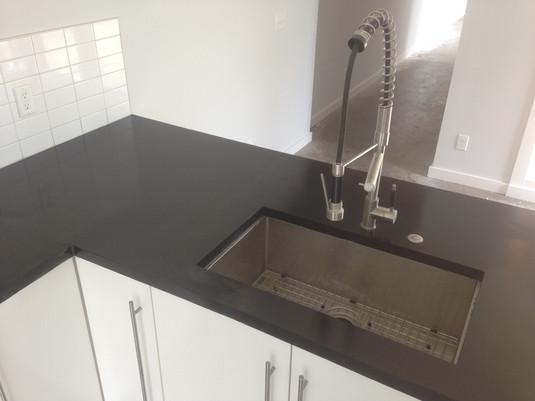 Undermound stainless sink