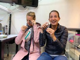 Anna y Emilia, reaccionado por primera al microuniverso de las esmeraldas