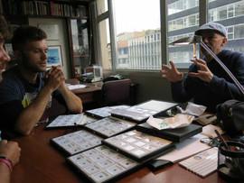 Gianpaolo haciendo una explicación personalizada del mundo de las esmeraldas colombianas.