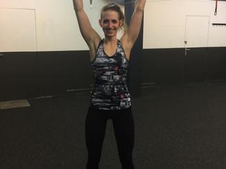 Laurie pratiquante de fitness assidue surmonte un plateau en 12 semaines !