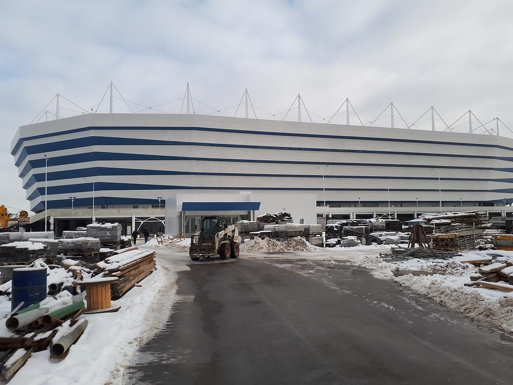 Спецтехника Бобкет работает на стадионе Калининград