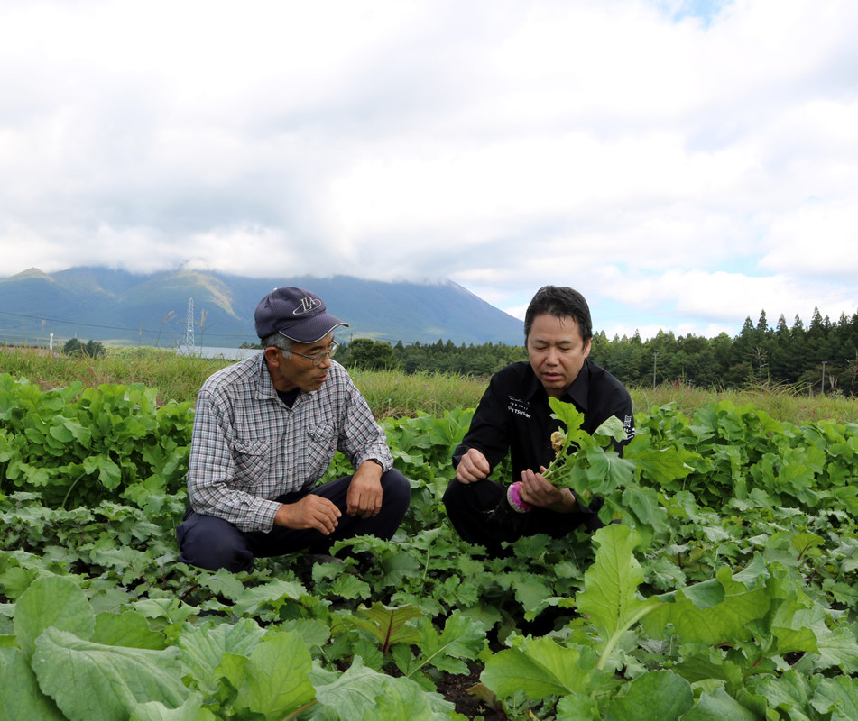 With Tatsuo Osuga (Roots begetable specialist) in Shizukuishi