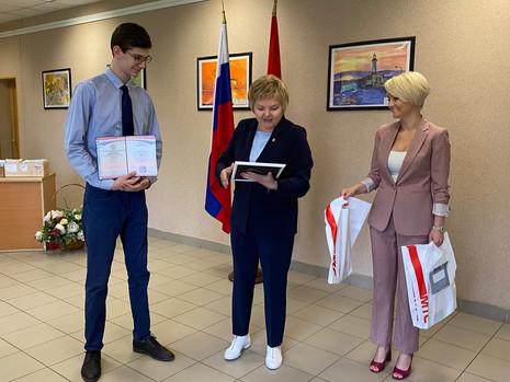 Выпускникам Санкт-Петербургского технического колледжа вручили дипломы