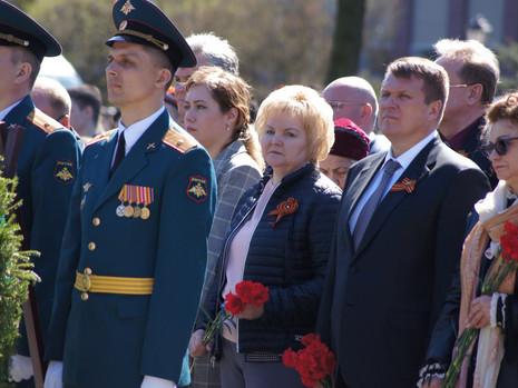 8 мая состоялись торжественно-траурные возложения венков и цветов в  Калининском районе