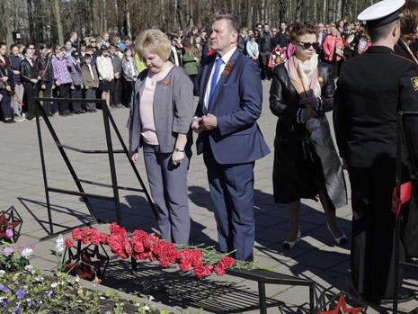8 мая состоялись торжественно-траурные возложения венков и цветов в Красногвардейском районе