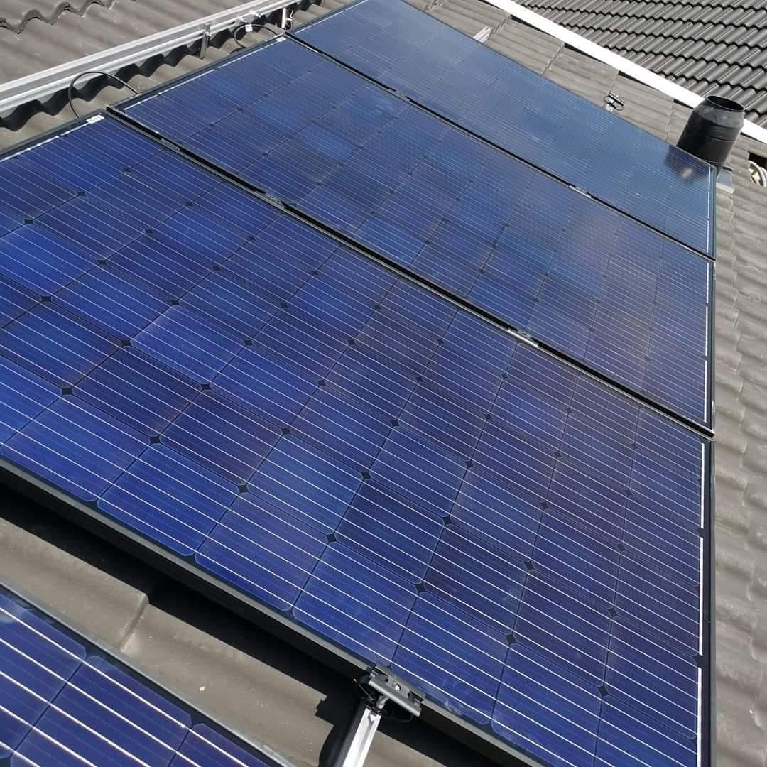 Montering av paneler från AstroNergy 300W