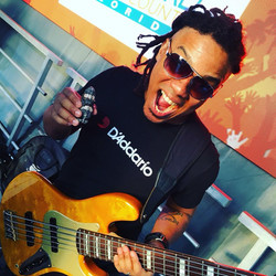 Diogo Brown, Daddario strings