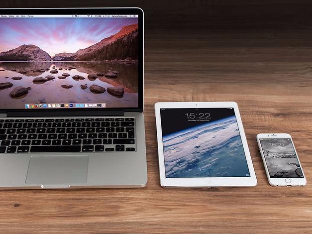 apple-iphone-smartphone-desk_edited.jpg