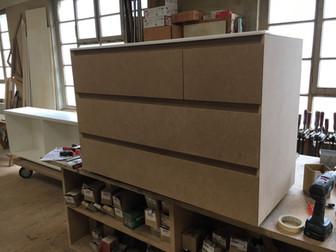 Ultimi lavori & work in progress: libreria, porta d'entrata e cassettiera
