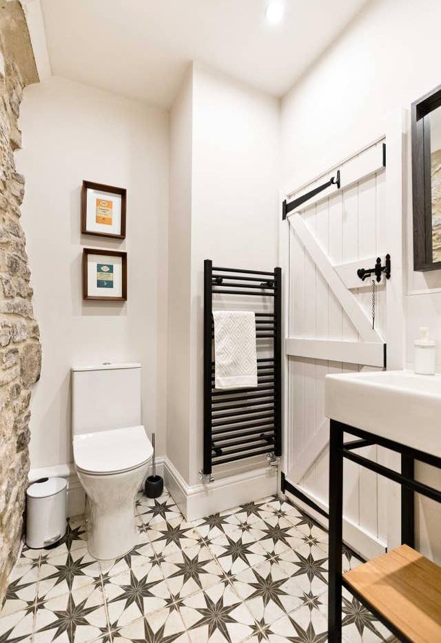Holborn Cottage bathroom 01.jpg
