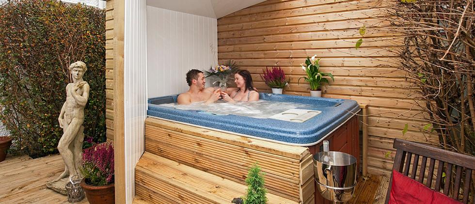 Acacia - Hot Tub.jpg