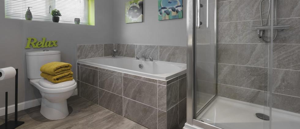 waterside bathroom 2.b-min.jpg