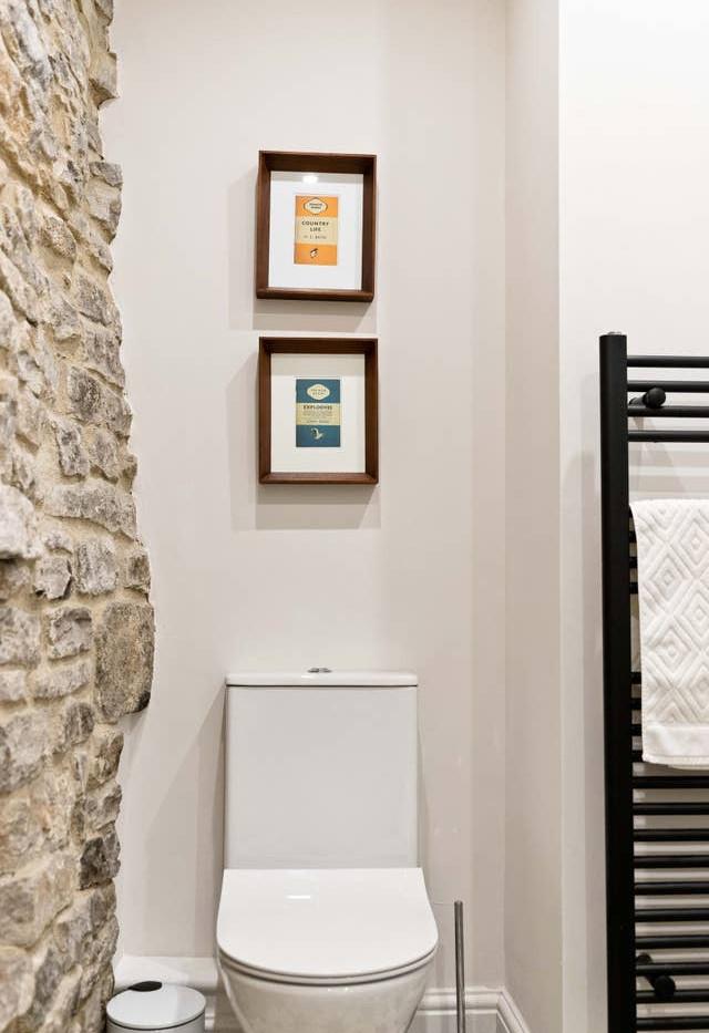 Holborn Cottage bathroom 02.jpg