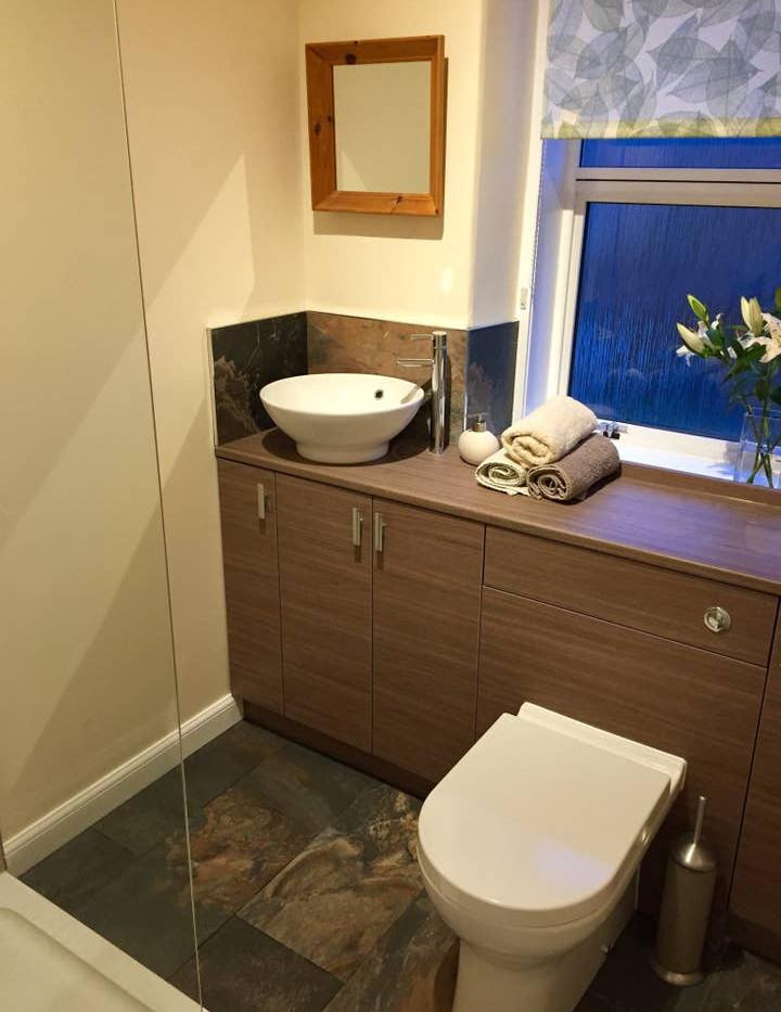 Dale Cottage bathroom.jpg