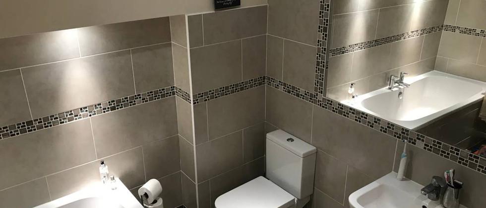 Cosy house bathroom 01.jpg