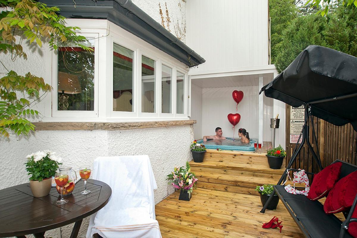 Red Rose - Hot Tub & Garden Area.jpg