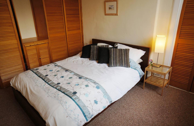 Dale Cottage bedroom 03.jpg