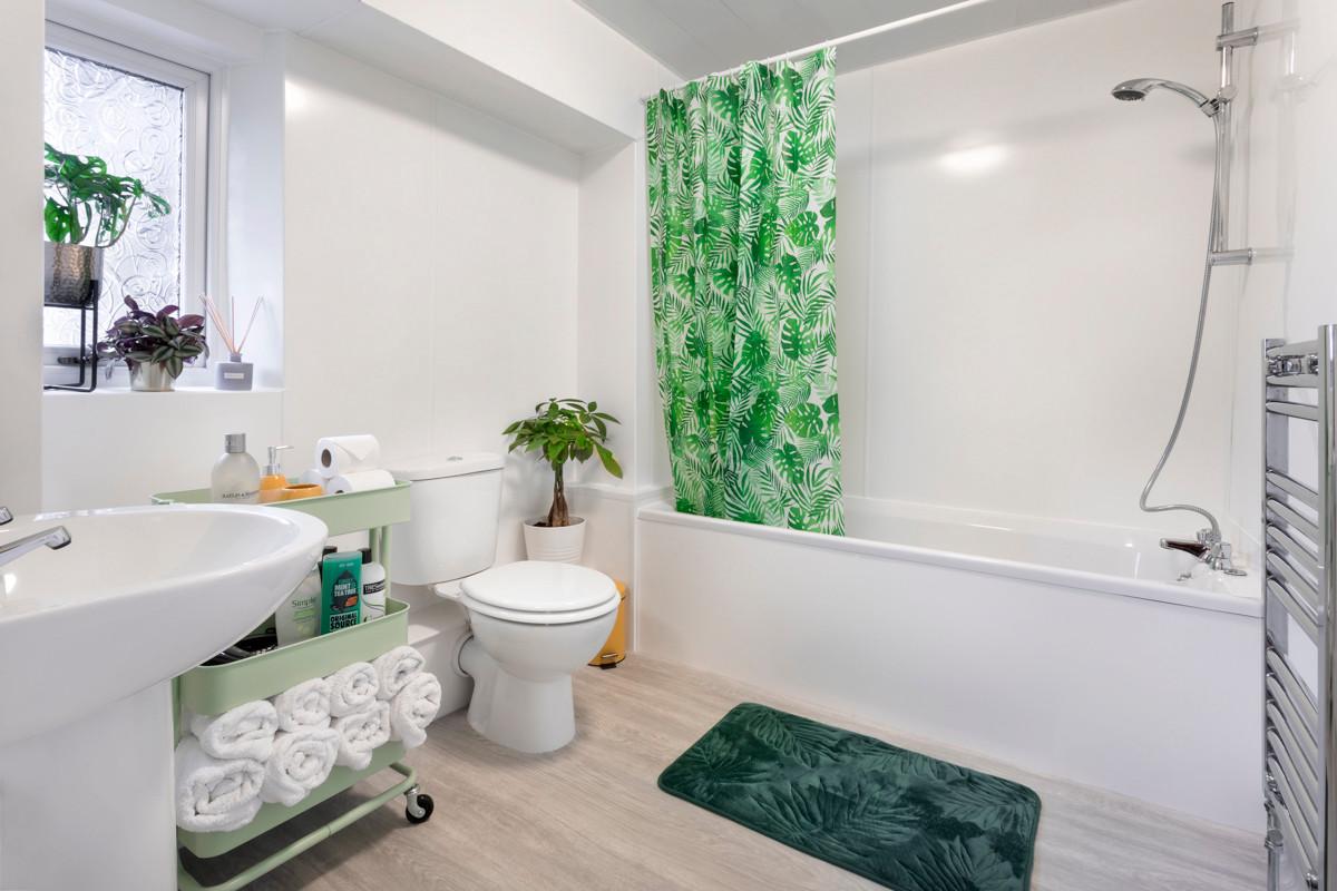 No.14 Church Street - Bathroom 01.jpg