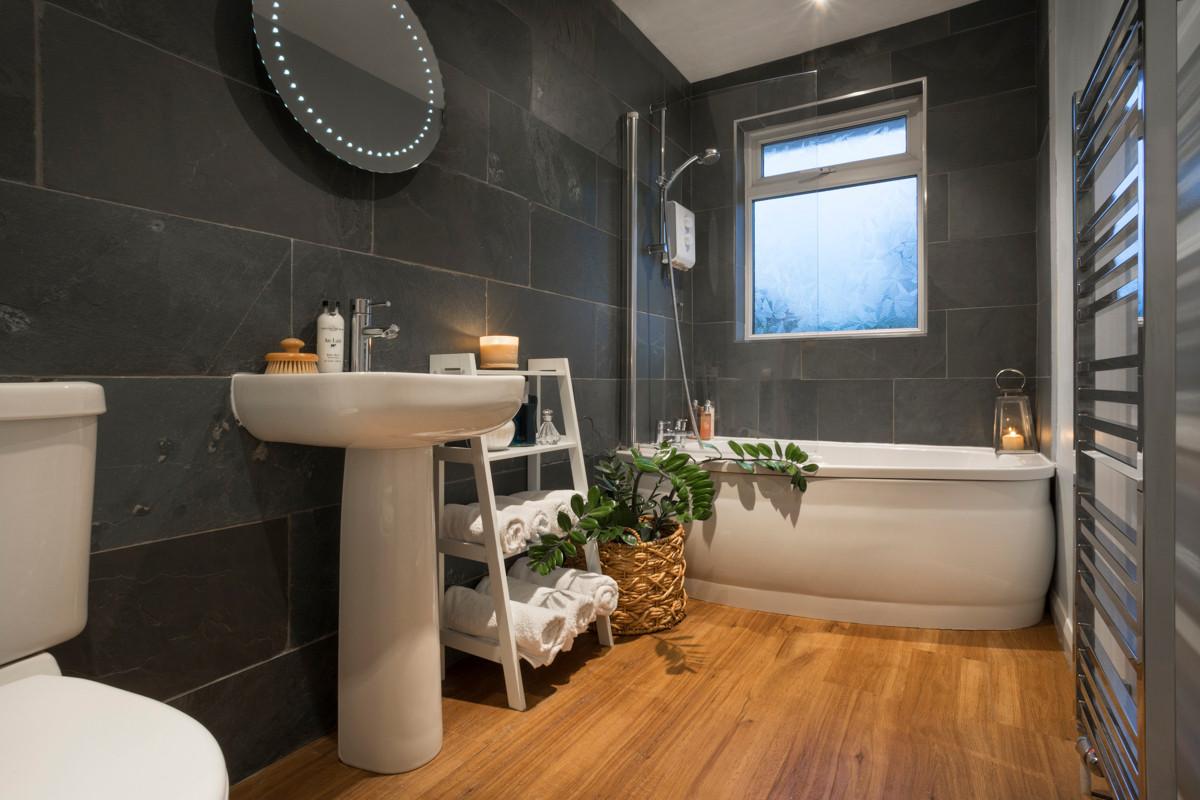 Hill crest - Bathroom 01.jpg