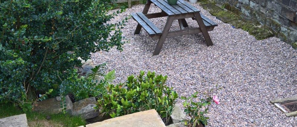 Hilltop garden 01.jpg