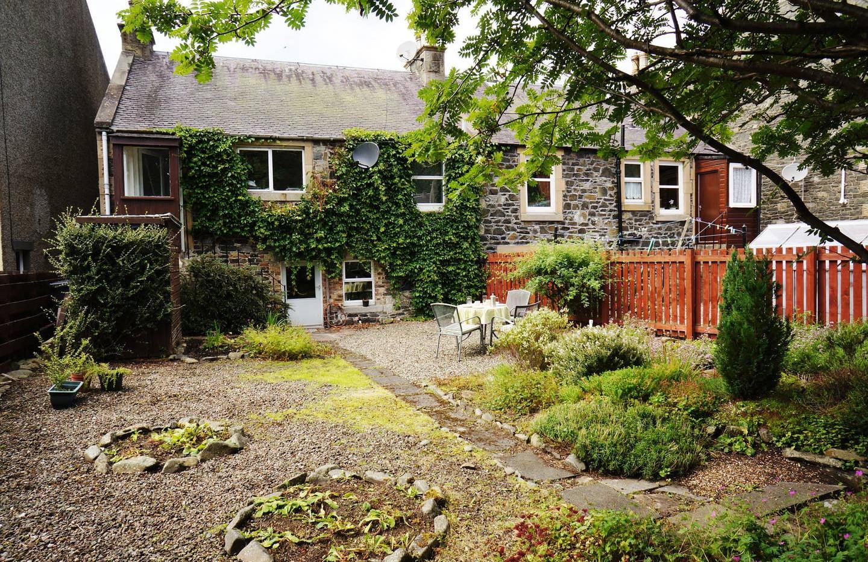 Dale Cottage property 01.jpg