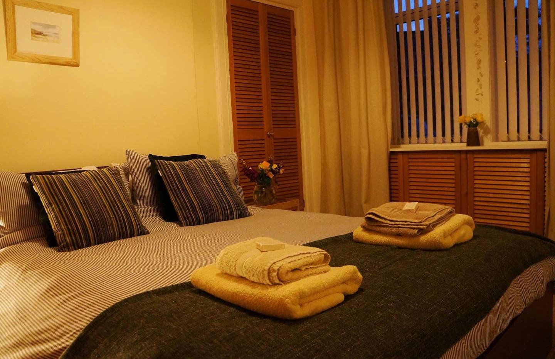 Dale Cottage bedroom.jpg