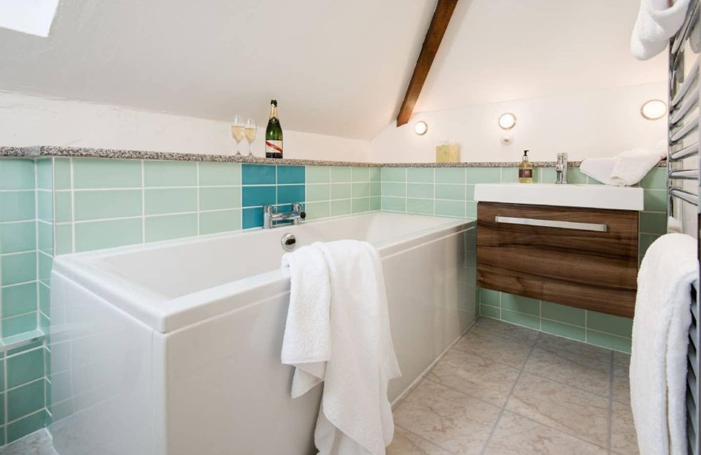 Gill Cottage bathroom01.jpg
