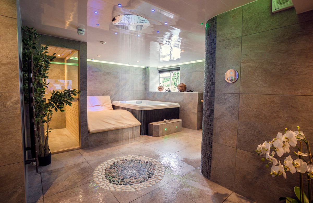 The Bowness Spa Suite - Spa 01.jpg