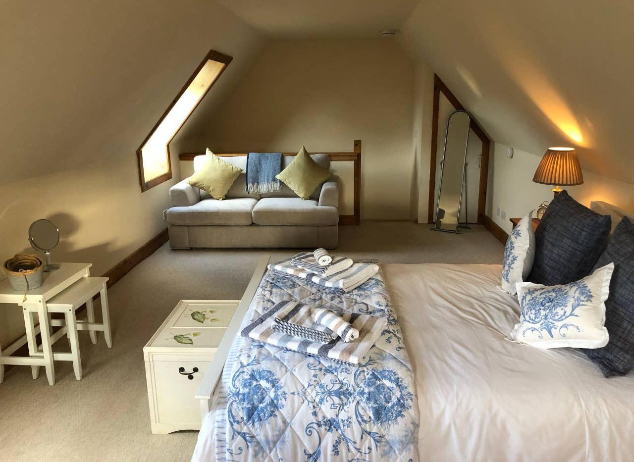 FAIRY COTTAGE bedroom 03.jpg