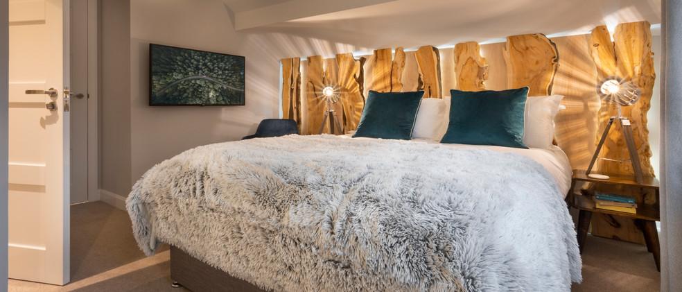 Woodlands - 1st Master Bedroom - 04  copy.jpg