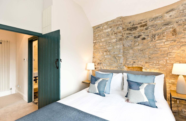 Holborn Cottage bedroom 02.jpg