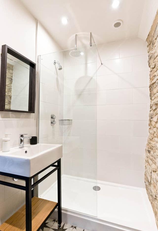 Holborn Cottage bathroom.jpg