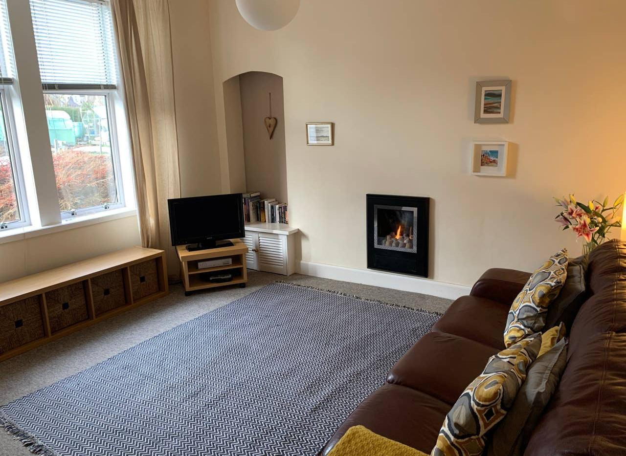 Dale Cottage lounge.jpg