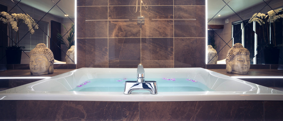The Grand Spa Suite 06.jpg