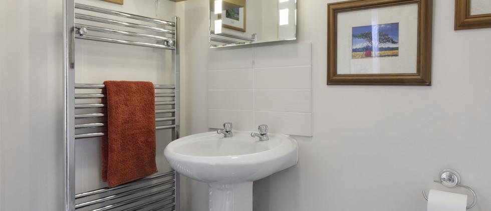 waterside bathroom 1.b-min.jpg