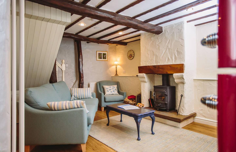 Gill Cottage lounge01.jpg