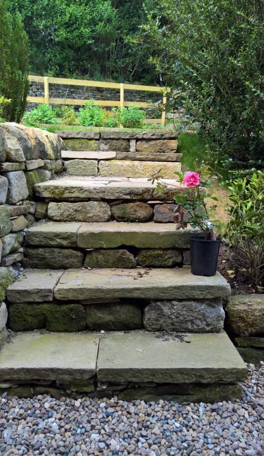 Hilltop garden 02.jpg