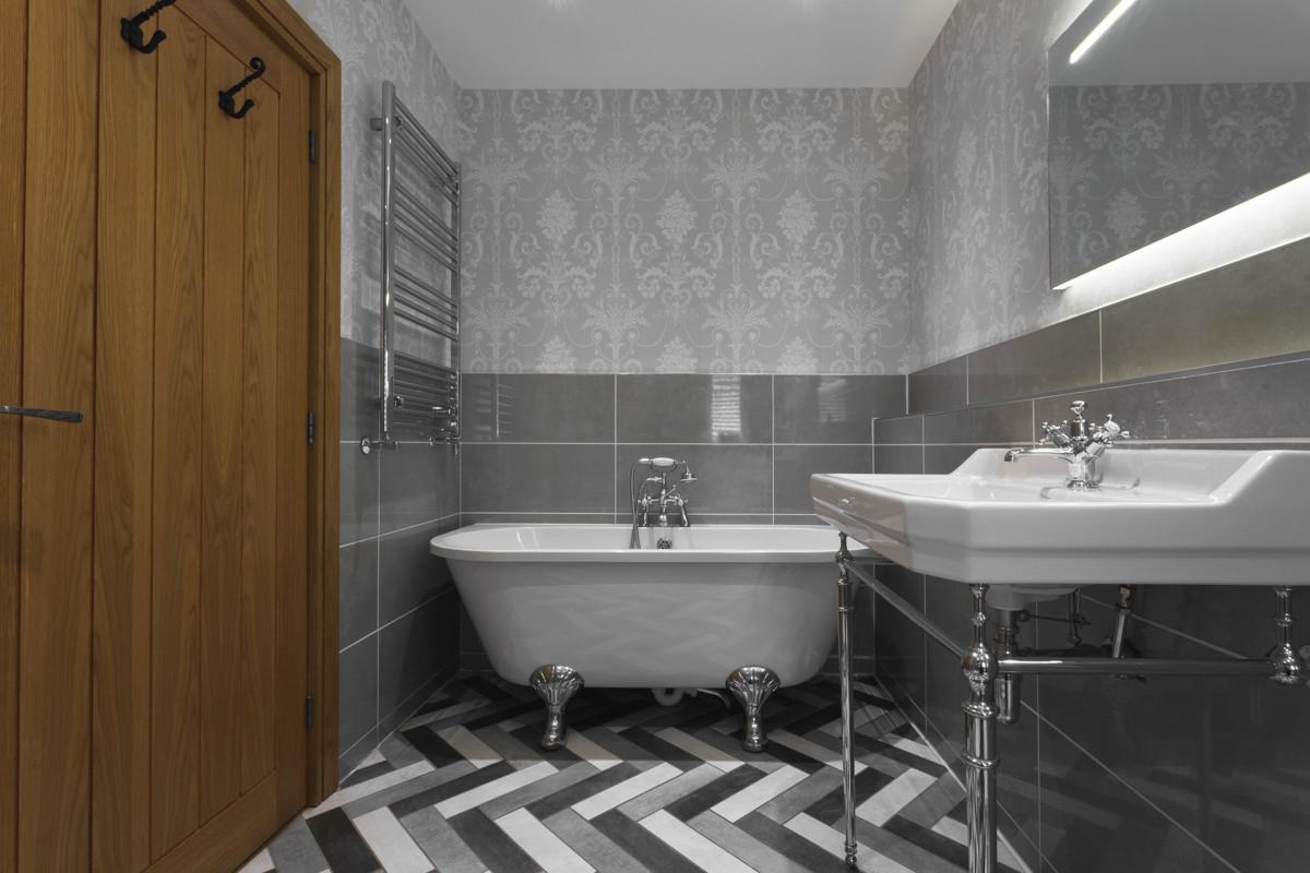 lyth valley bedroom - BATHROOM 2.b.JPG