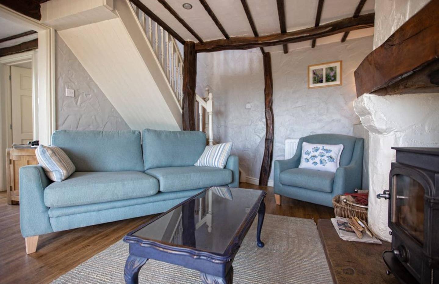 Gill Cottage lounge03.jpg