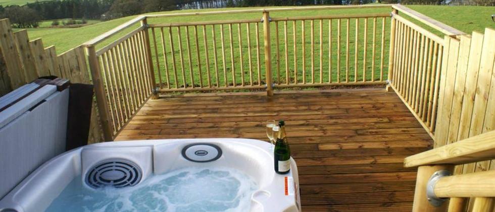 Gill Cottage-hot tub.jpg