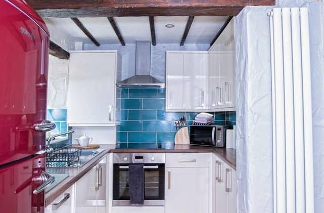 Gill Cottage kitchen 02.jpg